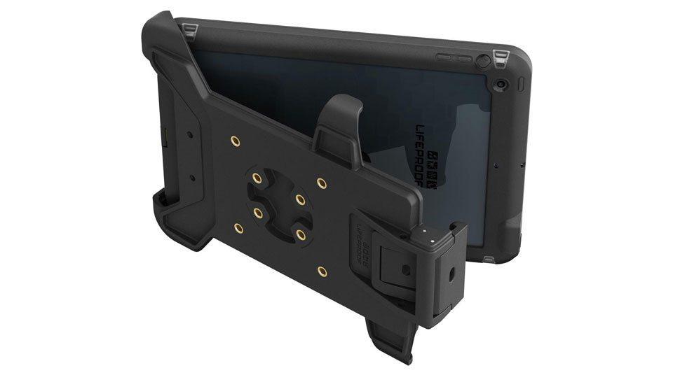 Eline-spreekt-iPad-steun-lifeproof-960